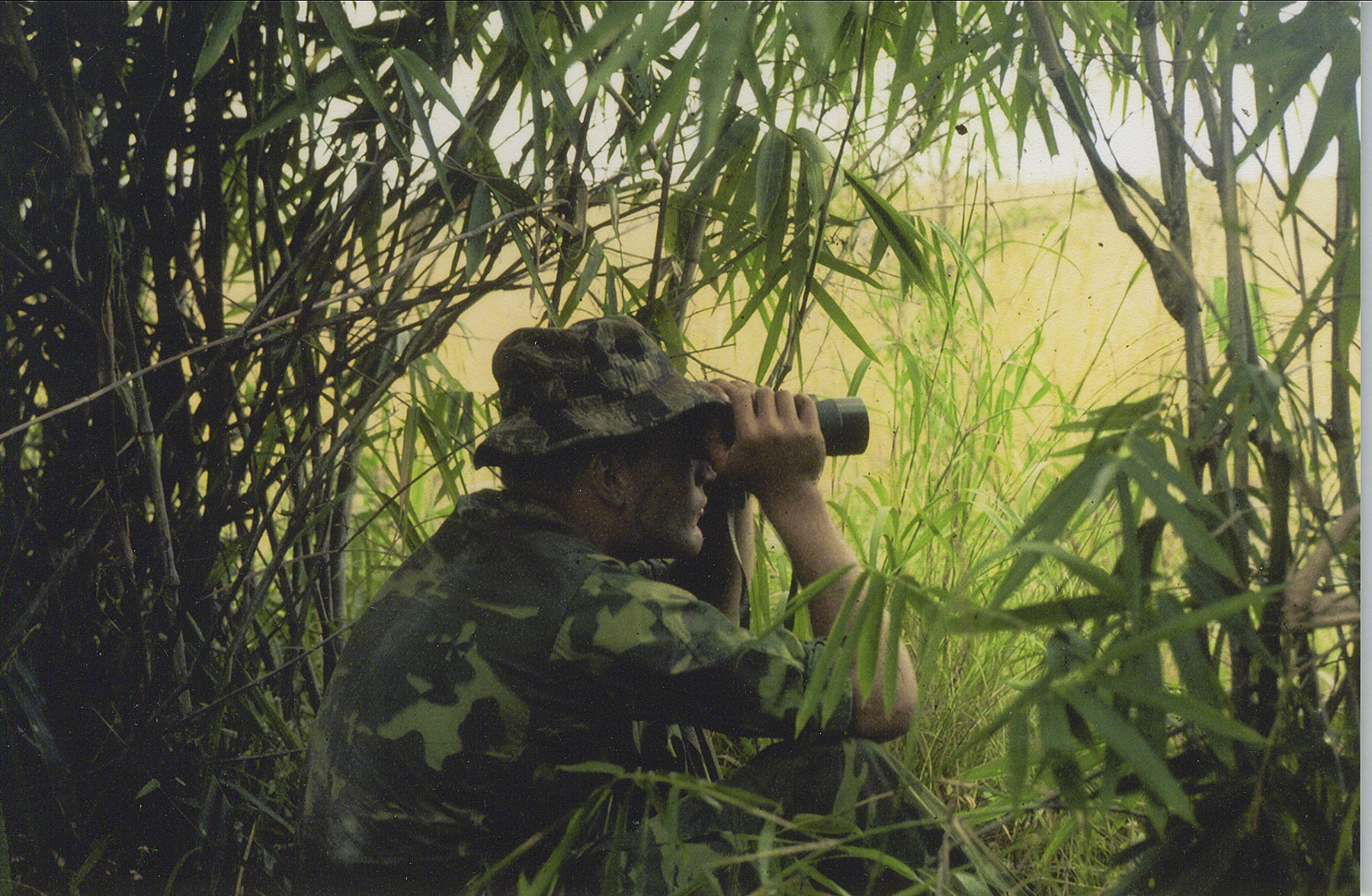 sgt_mark_miller_vietnam_observing_the_nva